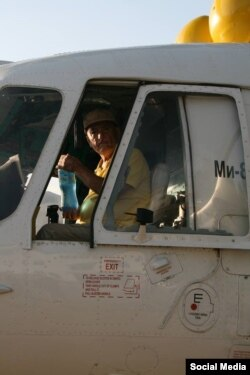 Один из погибших членов экипажа МИ-8 - 71-летний пилот Музаффар Файзуллоев. Фото с личной страницы в Фейсбуке Собира Собирова
