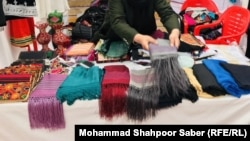 آرشیف، یک نمایشگاه فروش محصولات زنان در افغانستان