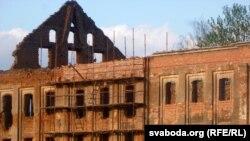 Усходні тэатральны корпус Ружанскага палаца, які рэстаўруецца