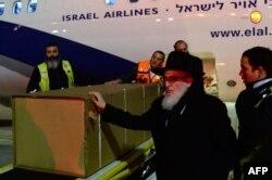 """Israil - Parisdə """"Kosher"""" dükanında öldürülmüş yəhudilərdən birinin tabutu Tel-Əviv aeroportuna gətirilib. 13 yanvar"""