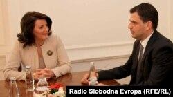 Presidentja e Kosoves është takuar me ambasadorin Valdet Sadiku, i emëruar si zyrtar ndëlidhës i Kosovës në Beograd, 24 korrik 2013
