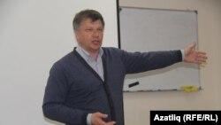 Марсель Шамсутдинов вместе с Ильей Новиковым и Борисом Фанюком уже больше года пытаются зарегистрировать свое СМИ