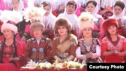 Кытайлык кыргыз, акын жана тележурналист Нурмамбет Oсмон уулунун Какшаалда өткөн сармерденден жиберген сүрөтү