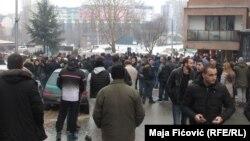 Dok je premijer Vučić u Raškoj razgovarao sa liderima Srba sa severa Kosova, u Mitrovici su se građani nakratko okupili, a zatim razišli