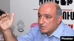 Президент Ереванского пресс-клуба Борис Навасардян