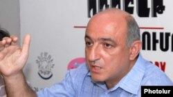 Председатель Ереванского пресс-клуба Борис Навасардян