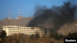 Дым над отелем «Интерконтиненталь».