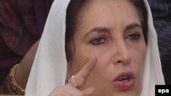 خانم بوتو که پس از چهار روز بازداشت خانگی، که روز گذشته پايان يافت، در شهر لاهور گفت : که آماده است تا با آقای نگروپونته ملاقات کند