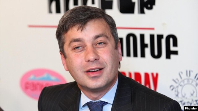 Armenia --HAK member Vladimir Karapetian at the Friday press club, Yerevan, 09Apr2012