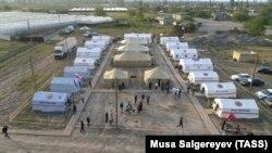 Ռուսաստան - Արտակարգ իրավիճակների նախարարությունը Դաղստանի Դերբենդի շրջանում ժամանակավոր ճամբար է ստեղծել սահմանին կուտակված ադրբեջանցիների համար, 19-ը մայիսի, 2020թ.