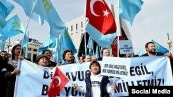 Кырымтатар үзәгенең яшьләр бүлеге Әнкарада Русия илчелеге каршында кырымтатарларны яклап протест чарасы уздырды.