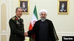 ژنرال خلوصی آکار،رییس ستاد ارتش ترکیه روز دوشنبه با حسن روحانی در تهران دیدار کرد.