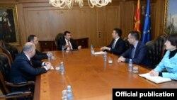 Премиерот Зоран Заев со владин тим на координација со преговарачот во спорот за името Васко Наумовски