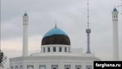 Купол мечети «Минор» не выдержал сильных проливных дождей. Ташкент, 18 октября 2015 года.