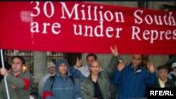 Azərbaycanlıların BBC Dünya Xəbər agentliyinin Londondakı binası qarşısında piketi. 27 may 2007