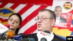 Депутат Лыжвиньский (справа) утверждает, что вступал в отношения с женским полом только по взаимному согласию