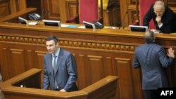 Парламентте сөйлеп тұрған оппозиция жетекшісі Виталий Кличко. Киев, 21 ақпан 2014 жыл.