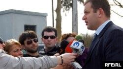 Одним из конкретных итогов встречи стала договоренность о восстановлении пяти грузинских домов в селе Дихазурга Гальского района