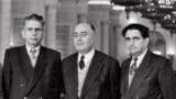 برخی از بنیانگذاران حزب توده که بعد از به قدرت رسیدن فضلالله زاهدی به اتحاد جماهیر شوروی گریختند. از راست: عبدالمصد کامبحش، ایرج اسکندری، رضا رادمنش، فریدون کشاورز و رضا روستا (سال ۱۳۳۴ خورشیدی)