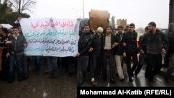 موصليون يتظاهرون احتجاجا على اغتصاب ضابط لفتاة قاصر