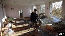 Разрушение в школе-интернате в районе боевых действий на востоке Украины. Иллюстративное фото.