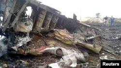 Уламки збитого «Боїнга-777», біля Тореза Донецької області, 17 липня 2014