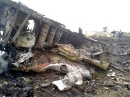 """Обломки """"Боинга-777"""" Малайзийских авиалиний, Грабово, Донецкая область Украины, 17 июля 2014 года"""