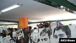 تجمع دانشجویان دانشگاه علامه طباطبایی در اعتراض به ادامه بازداشت دانشجویان دانشگاه امیر کبیر.