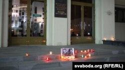 Запаленыя сьвечкі каля Дому ўраду, 24 лістапада 2015