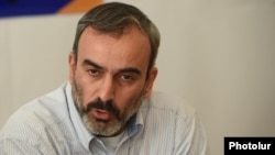 Armenia - Opposition activist Zhirayr Sefilian at a news conference in Yerevan, 30Nov2015.