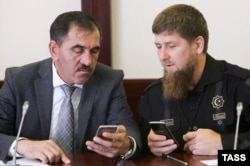Chechen Republic head Ramzan Kadyrov (right) and Ingushetian leader Yunus-Bek Yevkurov in the Stavropol region on August 2, 2016.