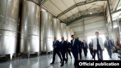 Armenia - PM Hovik Abrahamyan visits Armas vine factory in Aragatsotn region, 27 Sept, 2014