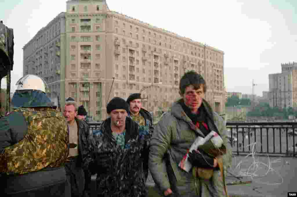 Задержанные защитники Дома Советов