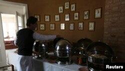 La un restaurant la Kabul în 2014