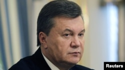 "Ukrainian President Viktor Yanukovych ""is in a difficult situation. He is drawn between Russia on the one hand and the European Union on the other hand. And he has to take into account that high impact of both sides in his country."""