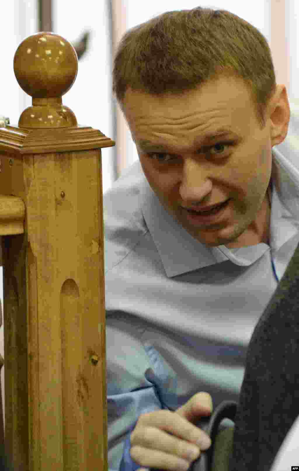 В обвинительном заключении указаны две разные суммы ущерба, якобы причиненного Навальным. Это одно из оснований ходатайства защиты о возвращении дела прокурору