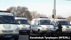 Алматыдағы полиция көліктері. (Көрнекі сурет.)