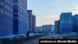 ЖК на юге Новосибирска, в котором заселенные дома соседствуют со стройкой