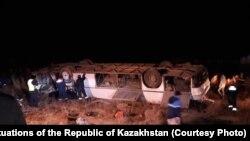 3 декабря в 05:25 на автодороге «Кызылорда-Кумколь» из-за гололёда опрокинулся пассажирский автобус.