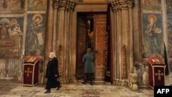 Hodočašća iz Srbije na Kosovo bez izlaska iz autobusa uz upotrebu muzike: Manastir Visoki Dečani na Kosovu