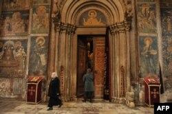 Na UNECO listi svjetske baštine od 2004. je i manastir Dečani na Kosovu, jedan od najvažnijih manastira Srpske pravoslavne crkve