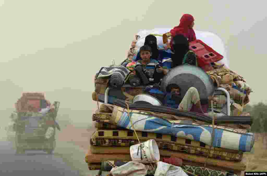 Displaced Syrians from Deir el-Zor head to refugee camps on the outskirts of Raqqa as Syrian fighters backed by U.S. special operations forces were battling to clear the last remaining Islamic State extremists holed up in their crumbling stronghold. (AFP/Bulent Kilic)