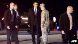 АҚШ президенті Барак Обаманы қорғап тұрған Құпия қызмет агенттері. (Көрнекі сурет)