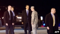 Pjesëtarë të Shërbimit Sekret në përcjellje të presdientit amerikan Barak Obama, foto nga arkivi