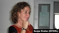 """Представитель международной организации """"Search for common graund"""" Лина Слакмулдер, Ош, 8 июля 2012 года."""