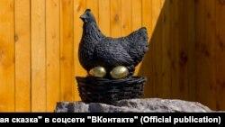 Barnaul monument to Kurochka Ryaba