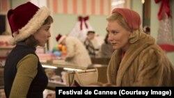 نمایی از فیلم «کارول» با بازی کیت بلانشت (راست) و رونی مارا