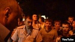 Під час акції протесту в Кривому Розі, 23 серпня 2013 року