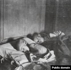 Жертвы голода, который охватил Россию в 1920–1921 годах.