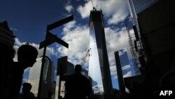 Башни Свободы в канун 11-й годовщины терактов 11 сентября в Нью-Йорке